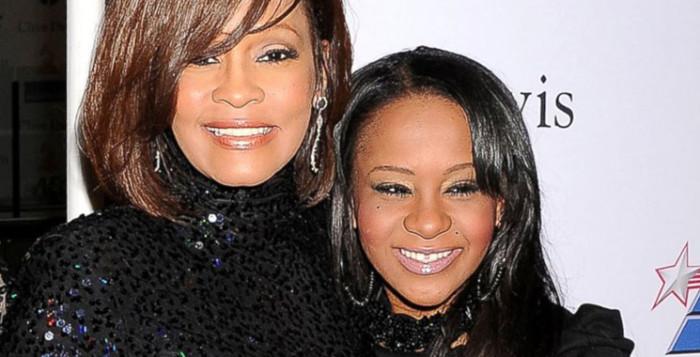 La hija de Whitney Houston abrió los ojos