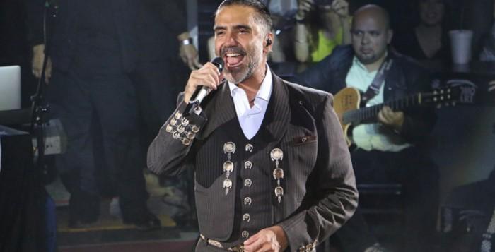 Alejandro Fernández sufre accidente automovilístico