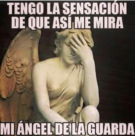 Tengo la sensación de que así me mira mi ángel de la guarda