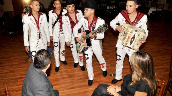 Los Cuates de Sinaloa quieren llevarle serenata a El Chapo Guzmán